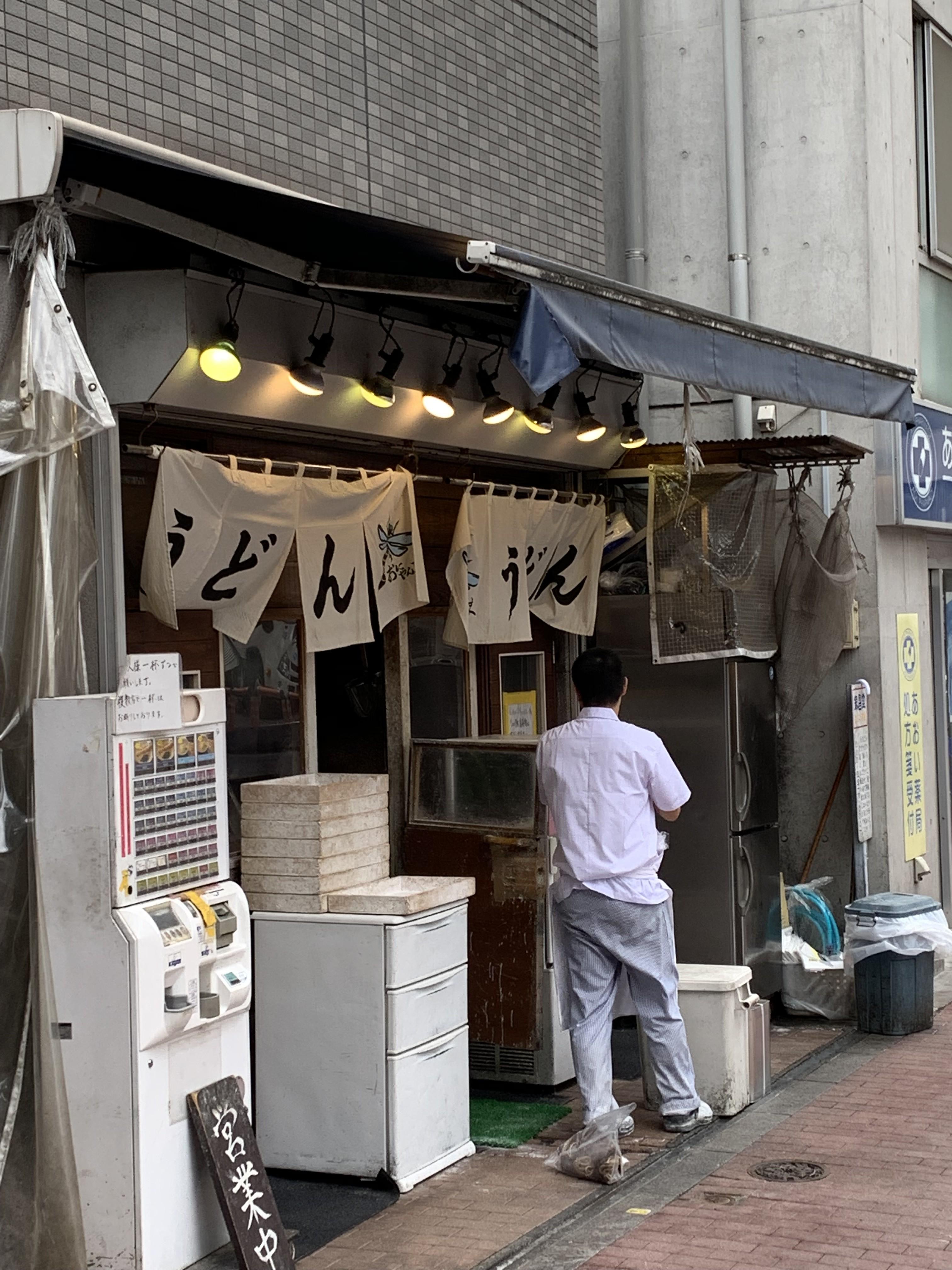 【五反田】おにやんま/駅の傍、ザ・立ち食い。勇気を出して初入店の壁を越えれば辿り着ける絶品とり天。
